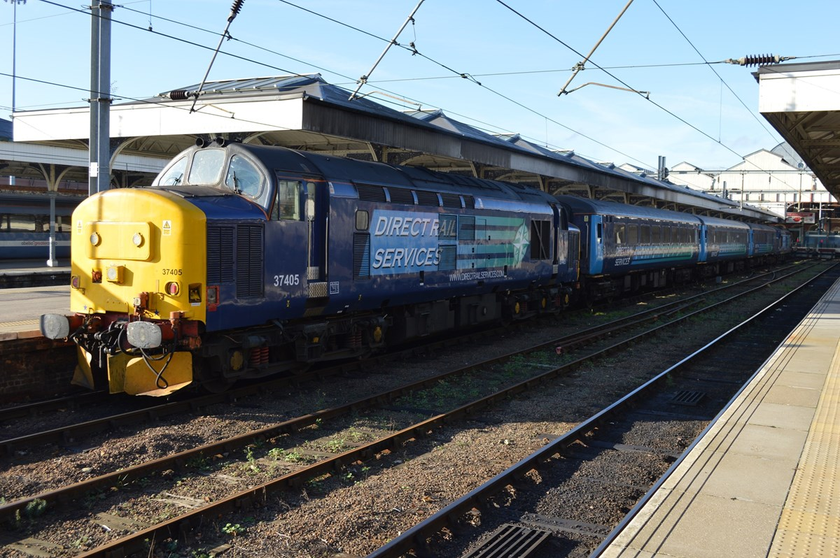 DRS 37405 waits to leave Norwich on November 12, with the 1236 to Great Yarmouth. On the rear was 37419.