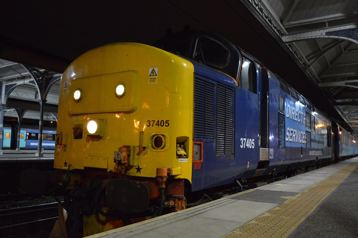DRS 37405 waits to leave Norwich on November 12, with the 1736 to Great Yarmouth. On the rear was 37419.