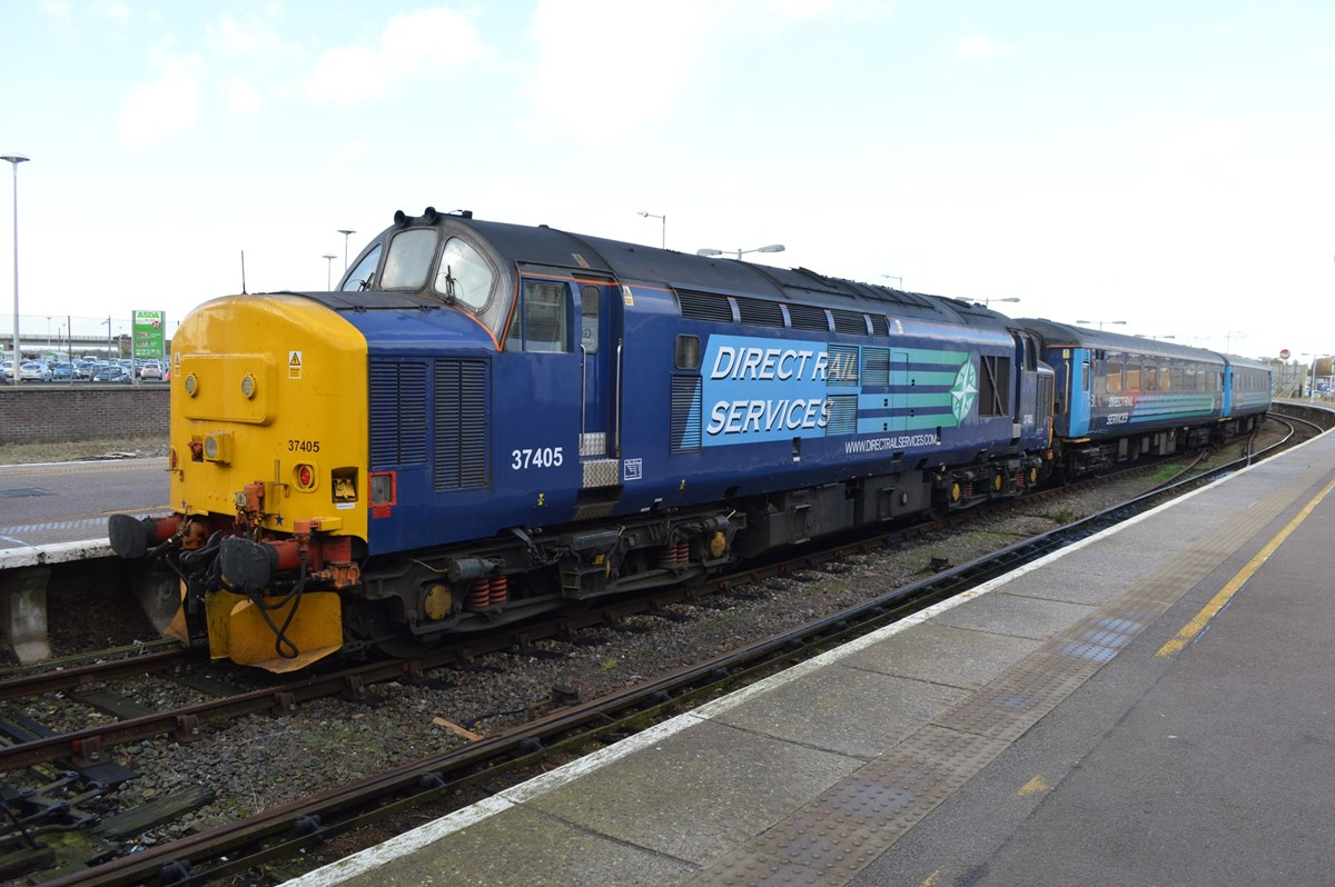 DRS 37405 stands at Great Yarmouth on November 12, having arrived with the 1236 from Norwich. The return working, the 1317 back to Norwich, was hauled by 37419.