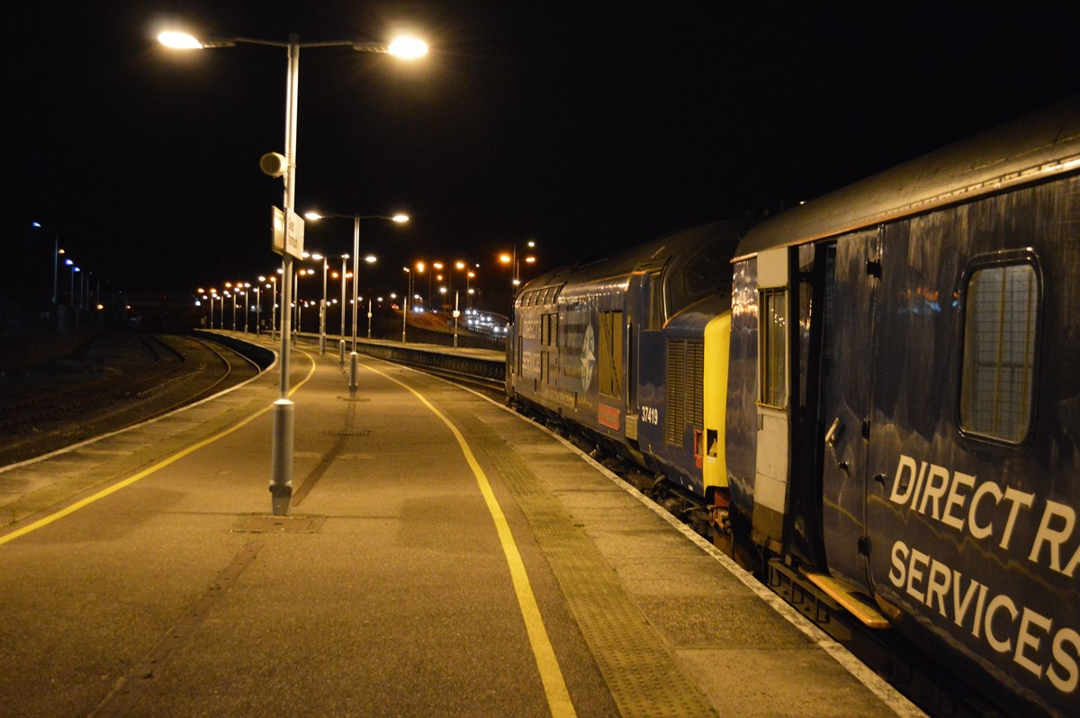 In the darkness of November 12, 37419 waits to leave Great Yarmouth with the 1817 to Norwich. On the rear is 37405.