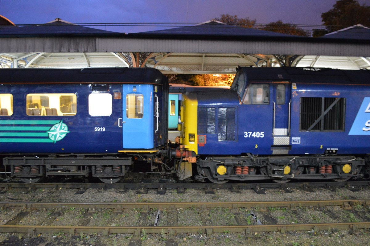 DRS also supplies the coaching stock for the 'short set'. On November 12, Mk 2f Standard Open (TSO) 5919 is coupled to 37405 on the 1736 to Great Yarmouth.