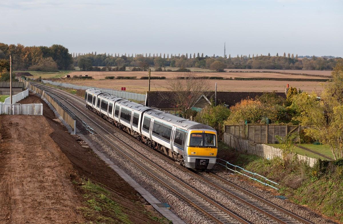 Chiltern Railways 168001 nears Islip on October 25, with the 0904 Oxford Parkway-London Marylebone.