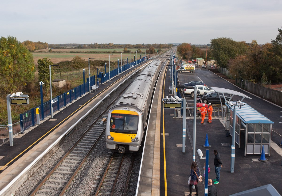 Chiltern Railways 168219 at Islip on October 25, with the 0935 London Marylebone-Oxford Parkway.
