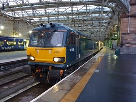 Caledonian Sleeper 92018 at Glasgow Central on June 24. RICHARD CLINNICK.