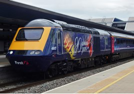 43027 sporting it's new livery at Reading working 1100 Penzance-London Paddington. ANDREW YOUNG.