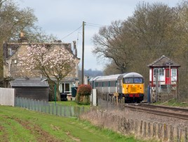 UK Rail Leasing 56098 passes Uffington on the 1034 Leicester-Wansford. PETER FOSTER.