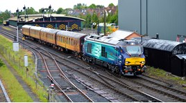DRS 68025 arrives at Kidderminster on May 19. DARREN FORD.