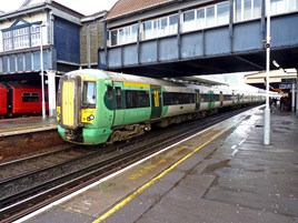 Southern 377107 at Clapham Junction on January 3 2014. RICHARD CLINNICK.