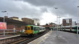 Southern 455819 at Clapham Junction. RICHARD CLINNICK.